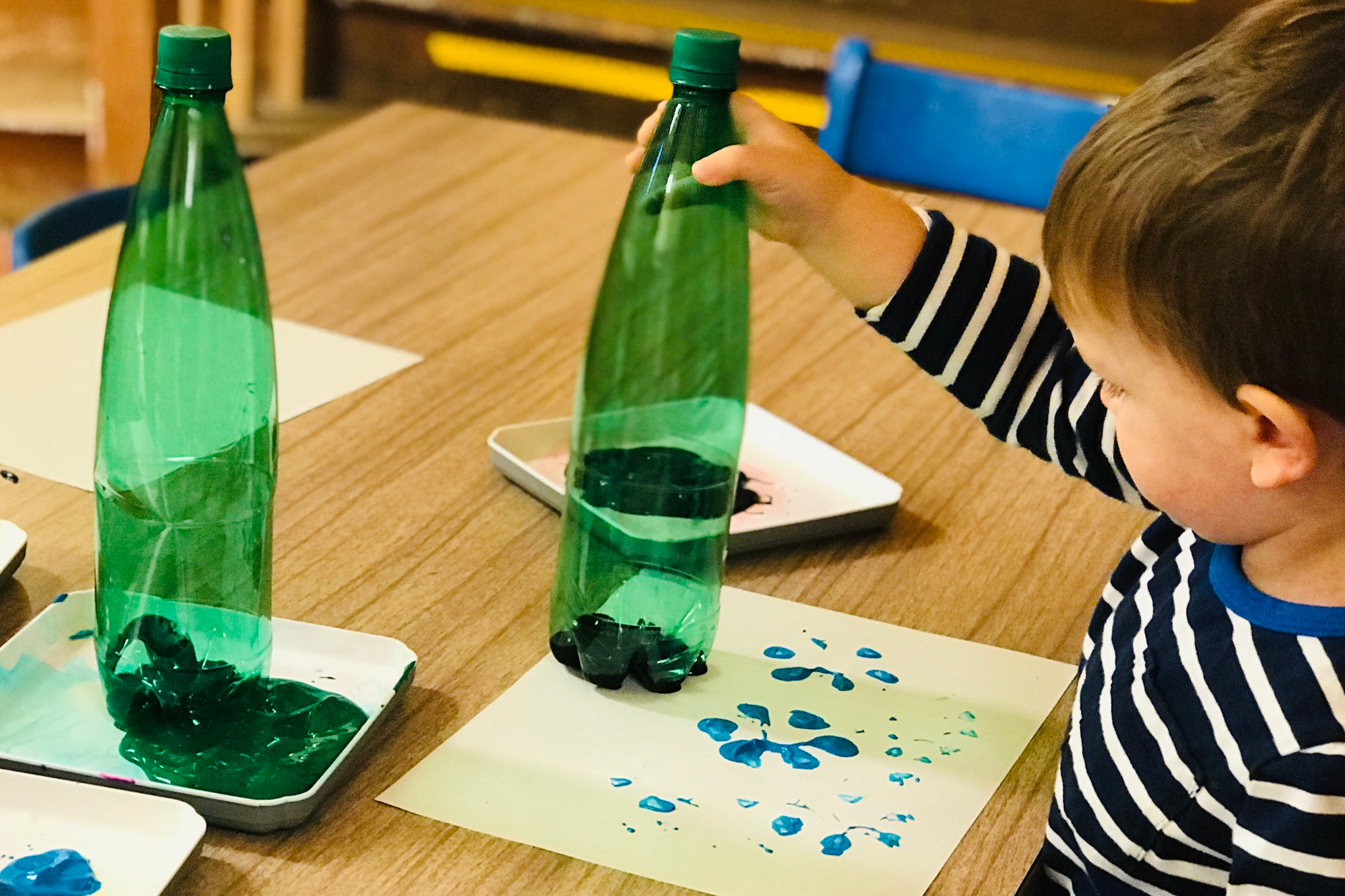 University-Ravenna Cooperative Preschool : Painting flowers with bottles - we love messy art!