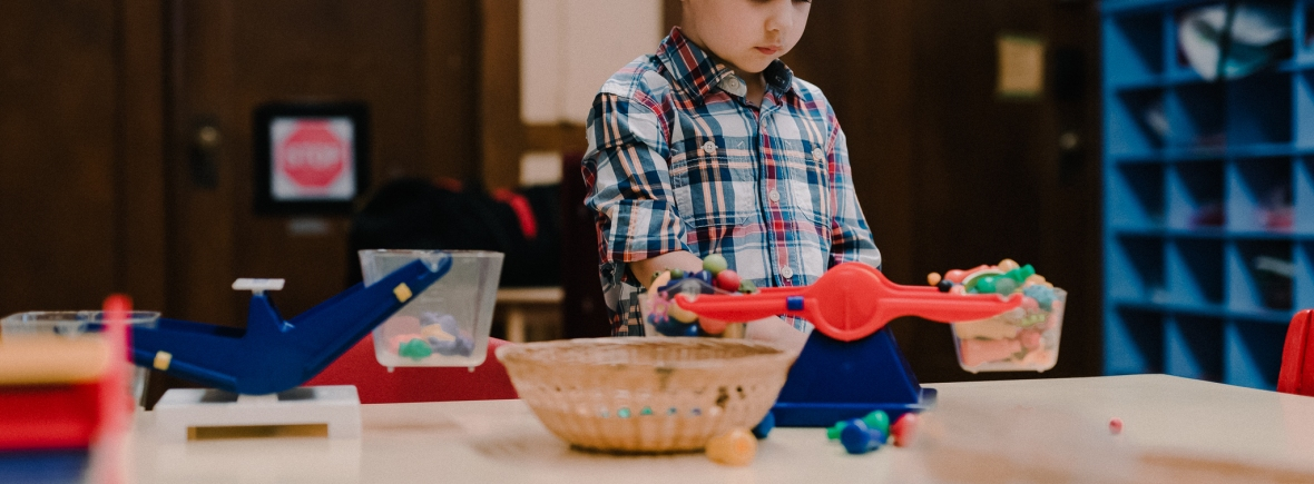 University-Ravenna Cooperative Preschool : Learning basic math skills using scales and colorful objects